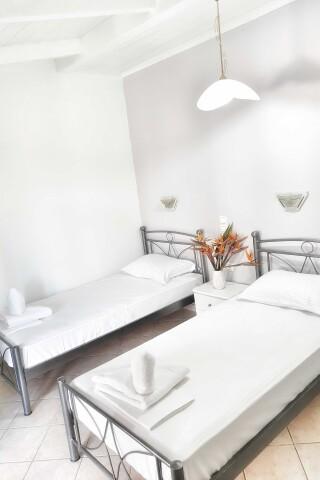 No2 quadruple room orange apartments-08