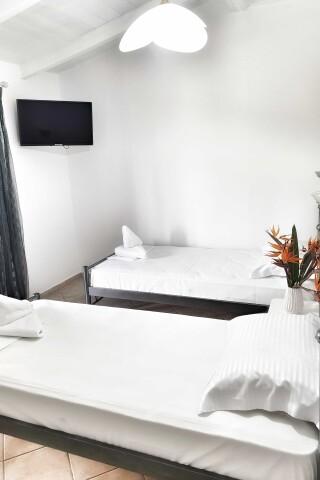 No2 quadruple room orange apartments-09