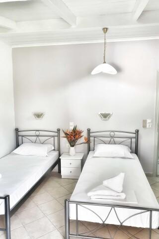 No2 quadruple room orange apartments-10