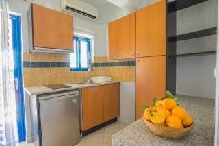 studio 3 orange apartments kitchenette